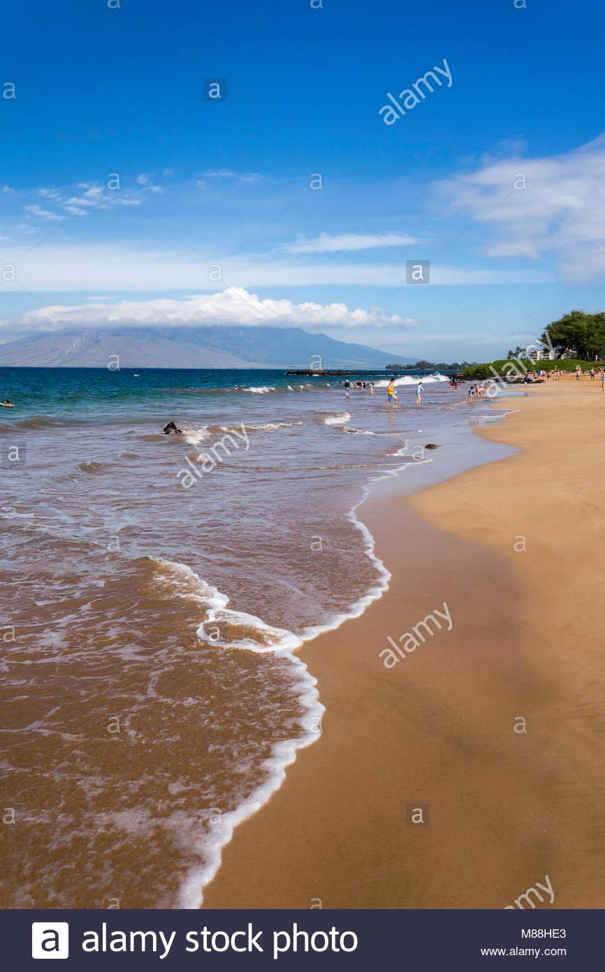 Sanfte Brandung auf Kamaole Beach Park 3 in Kihei auf der Insel Maui in Hawaii USA Stockbild