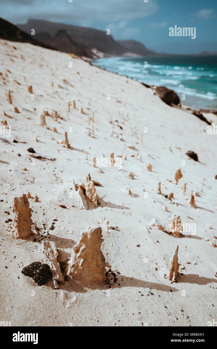 Bizarre Sandsteinformationen in der mondlandschaft an der Küste der Insel Sao Vicente Kap Verde Stockbild
