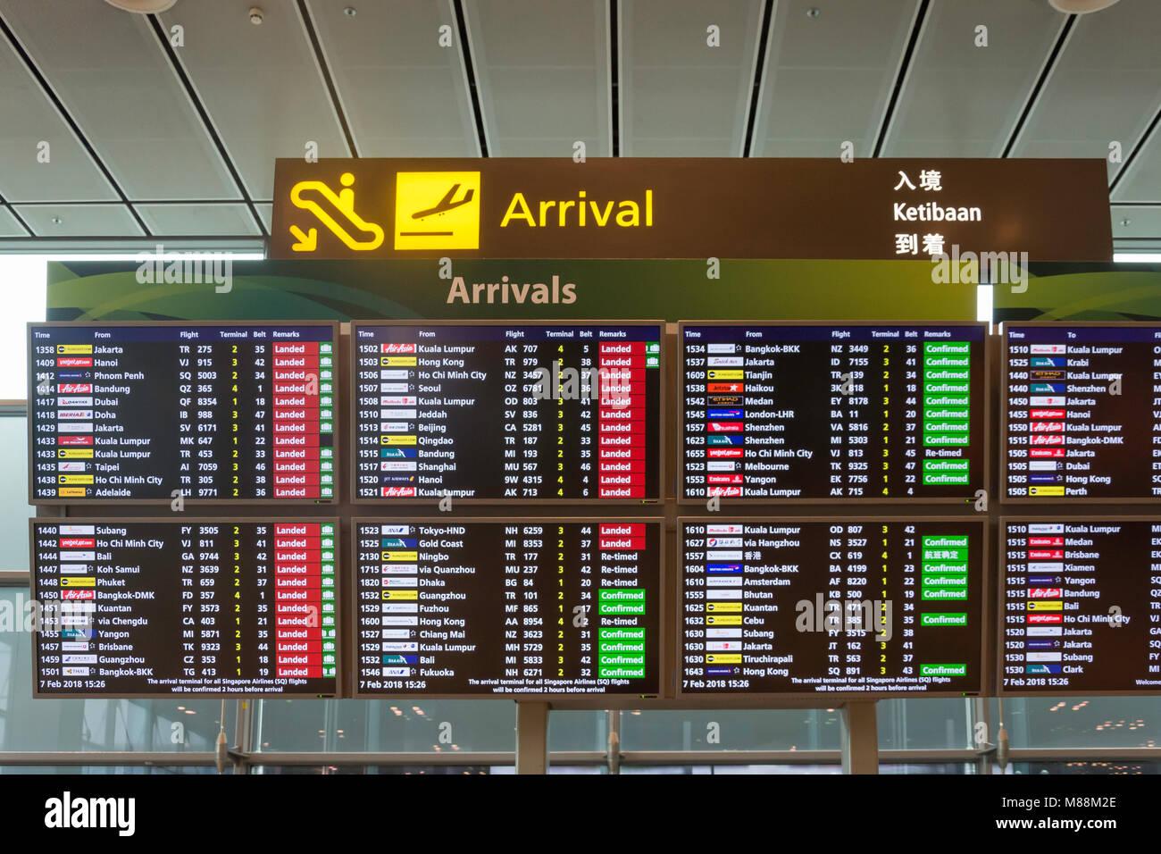 Elektronische Anzeige in der Ankunftshalle im Terminal 2, Flughafen Singapur Changi, Changi, Insel Singapur, Singapur Stockbild
