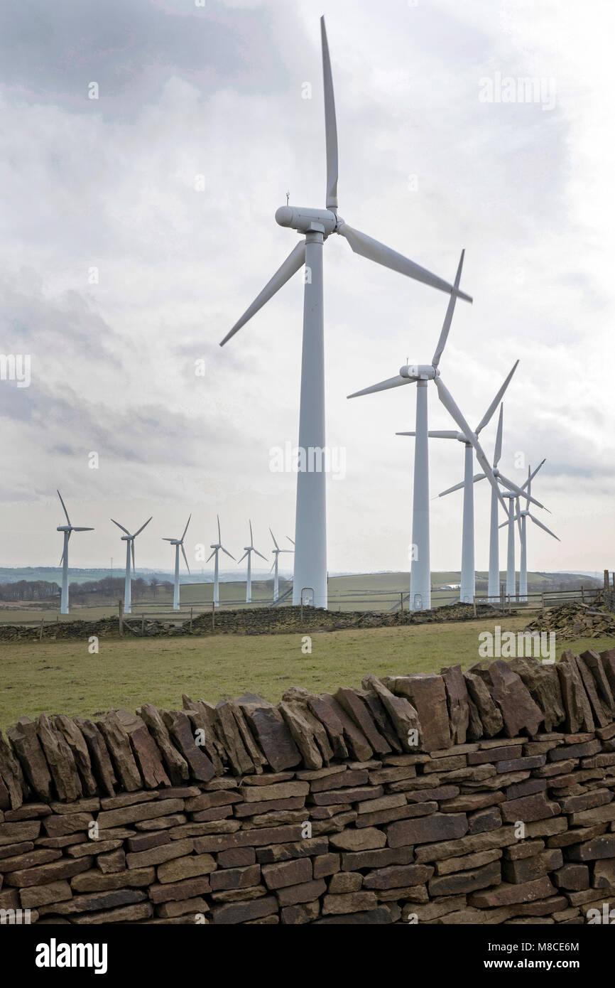 Windenergieanlage Bauernhof auf der Whitley Road in der Nähe von Sheffield South Yorkshire UK Stockbild