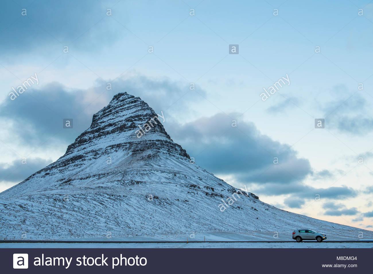 Auto von kirkjufell Berg, Halbinsel Snaefellsnes, Island, Europa Stockbild