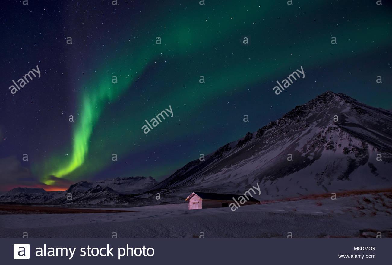 Aurora borealis über Schnee Landschaft bedeckt, Halbinsel Snaefellsnes, Island, Europa Stockbild