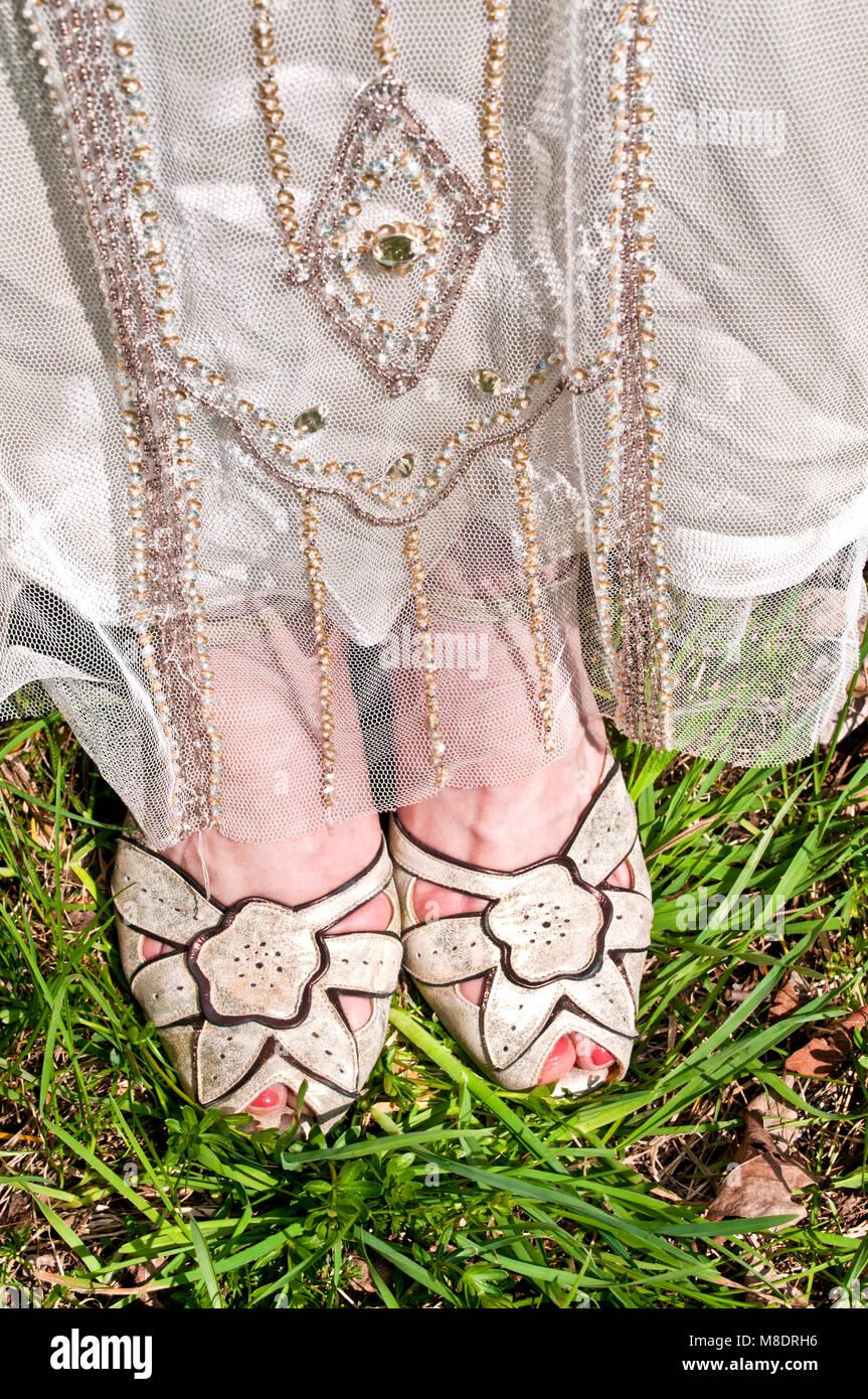 Braut Tragen Vintage Hochzeit Kleid Und Schuhe Nahaufnahme Niedrig