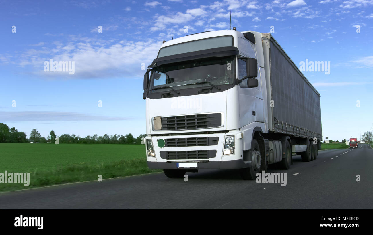 lorry heavy load on road stockfotos lorry heavy load on road bilder alamy. Black Bedroom Furniture Sets. Home Design Ideas