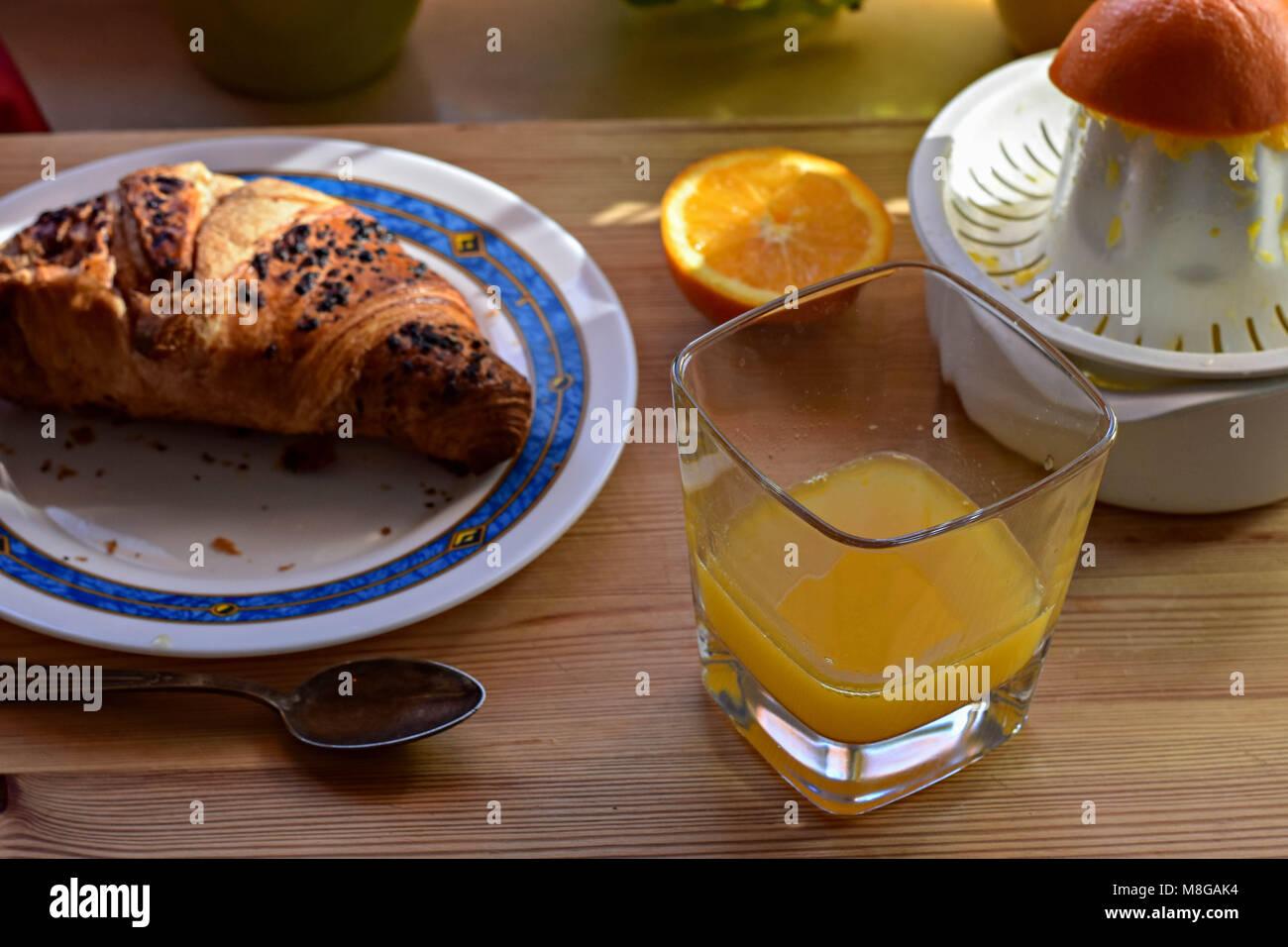 Orange Schokolade Orangensaft Und Croissants Zum Frühstück