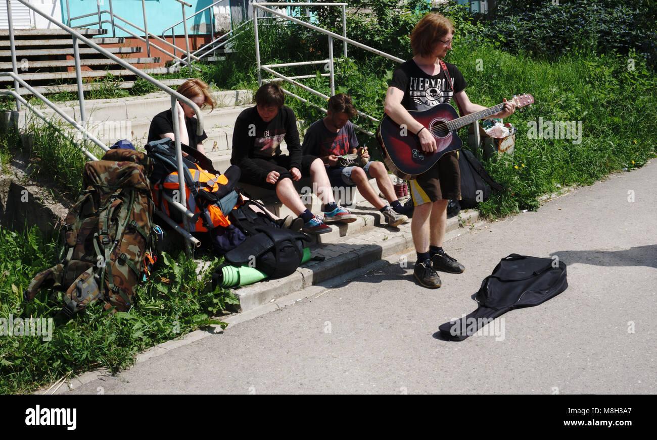 Russland - berezniki Juli 12, 2017 street Musiker Stockbild