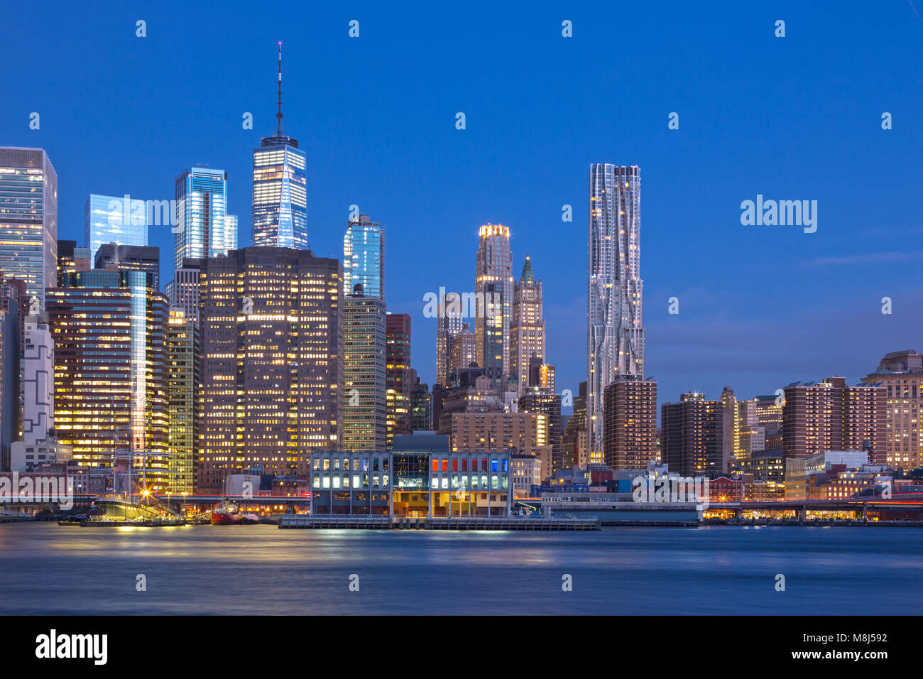 SKYLINE VON DOWNTOWN EAST RIVER MANHATTAN NEW YORK CITY USA Stockbild