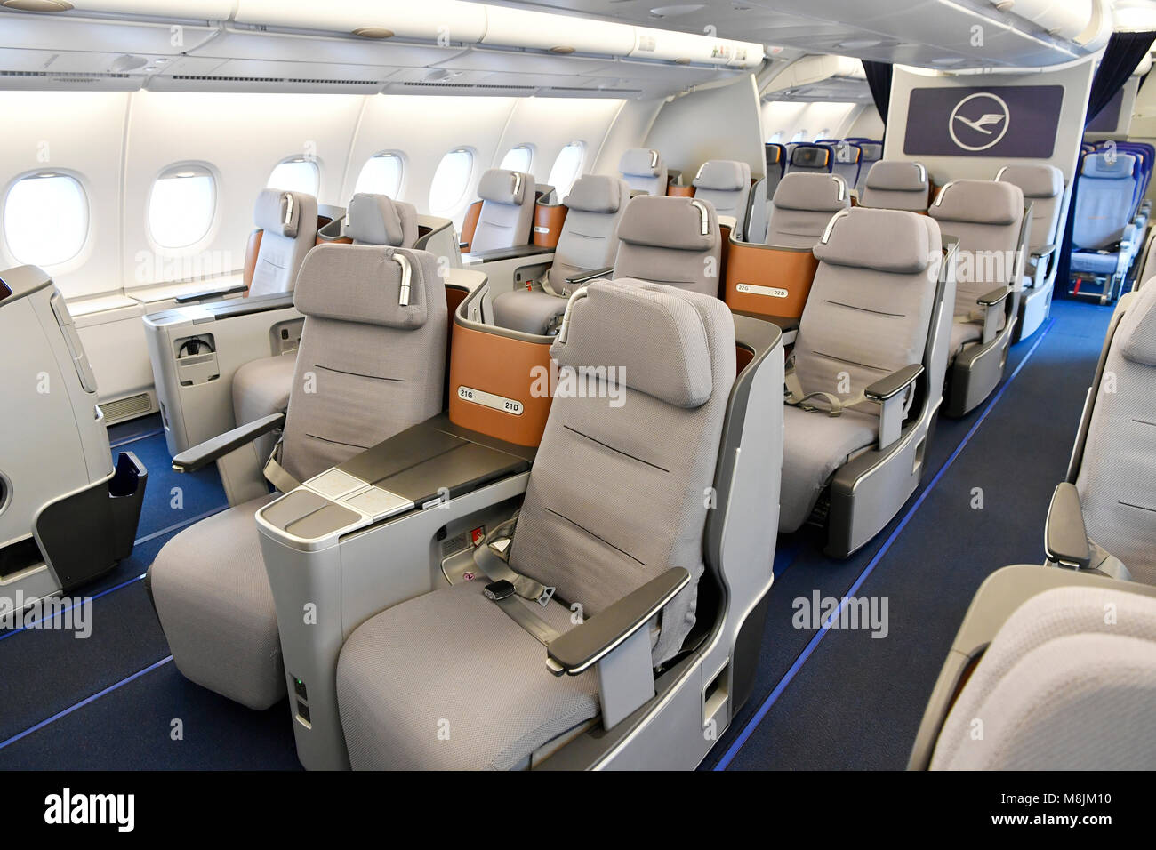 airbus a380 800 cabin stockfotos airbus a380 800 cabin bilder alamy. Black Bedroom Furniture Sets. Home Design Ideas