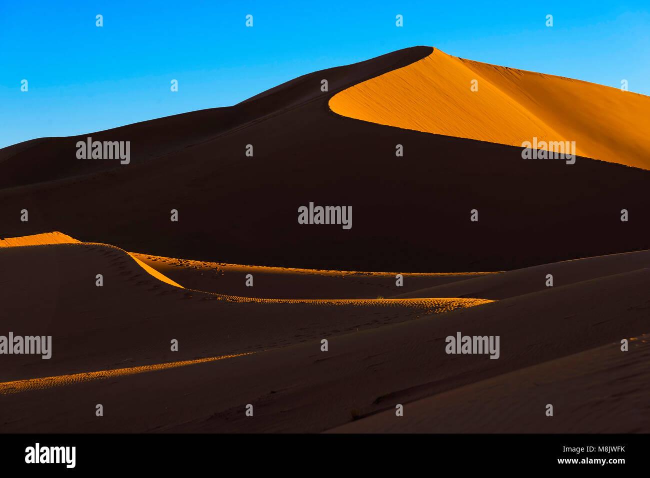 Die Dünen des Erg Chegaga bei Sonnenuntergang. Erg Chegaga (oder Chigaga) ist eine der beiden großen Ergs südlich der Sahara in Marokko Stockfoto