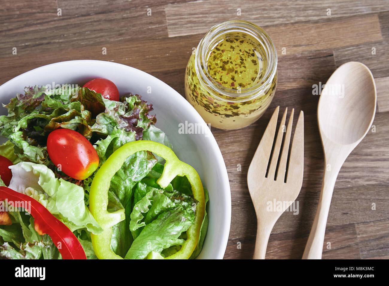 Frisches Gemüse Gemischter Salat Tomaten Und Paprika Mit Dressing