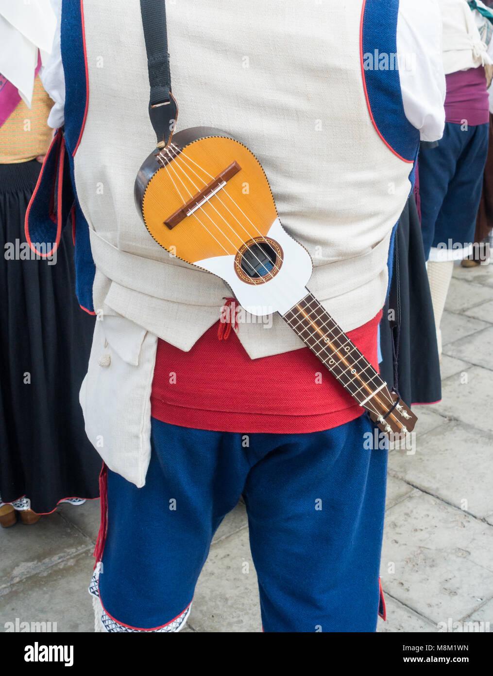 061b3b3ed21e1 Musiker aus Folk Gruppe von der Insel La Palma in der traditionellen Tracht.  La Palma