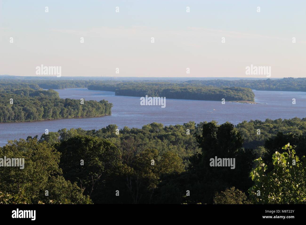 Die Konvergenz der Flüsse Mississippi und Missouri. Stockbild