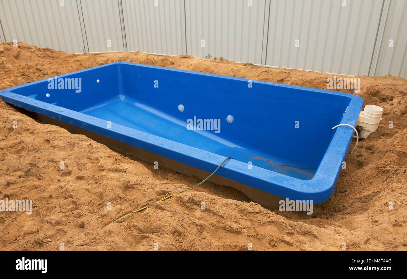 pool in der erde installation kunststoff gfk-pool in der erde zu haus