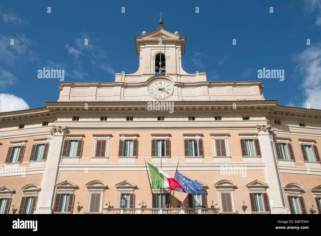 Palazzo Montecitorio in Rom - Sitz der repräsentativen Kammer des italienischen Parlaments. Stockbild