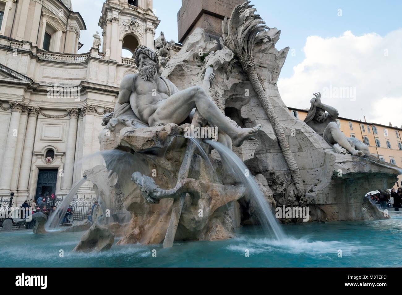 Der vier-Ströme-Brunnen in Piazza Navona, Rom, Latium, Italien, Europa Stockbild