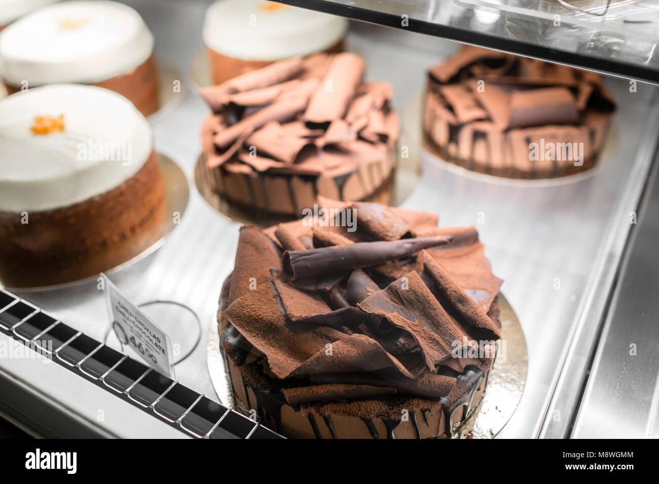 Vitrine Mit Sussigkeiten Kuchen Geback Kekse Kleine Kuchen Mit