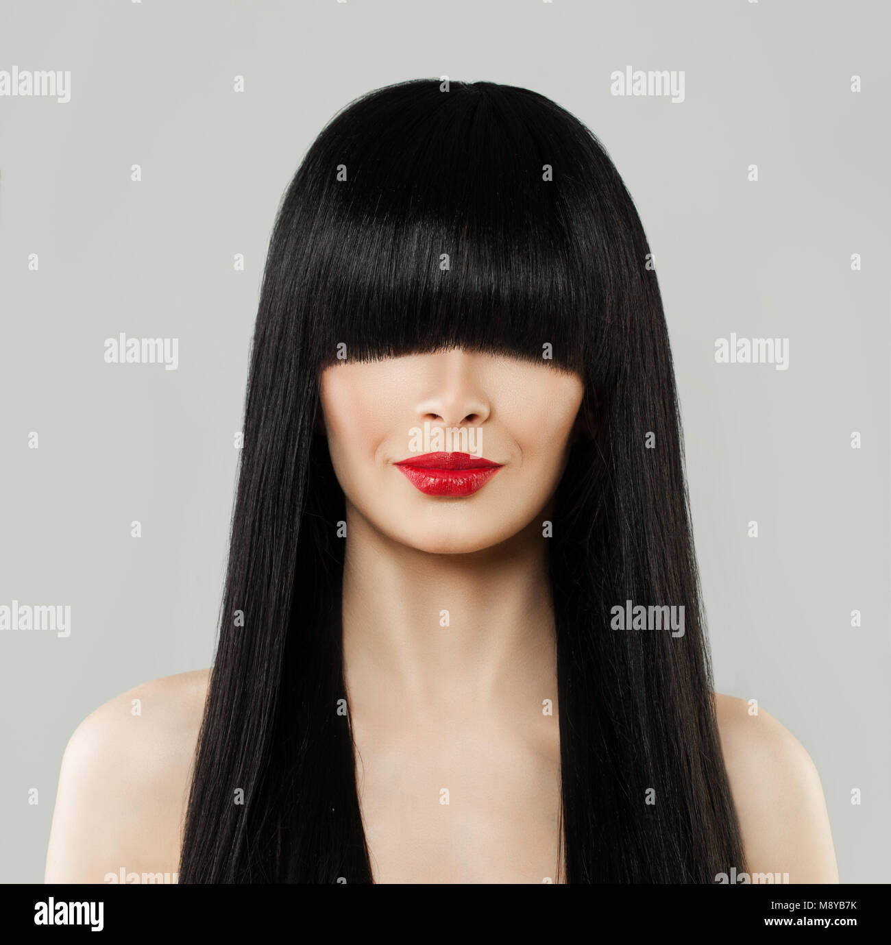 Schöne Frisur Frau Porträt. Modell Mädchen mit langen schwarzen