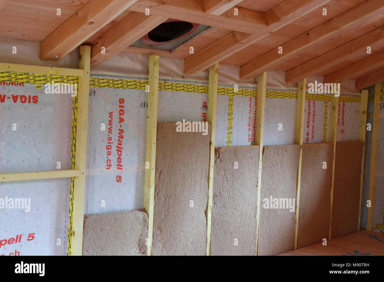 Holz- struktur von Haus im Bau. Die Isolierung. Stockbild