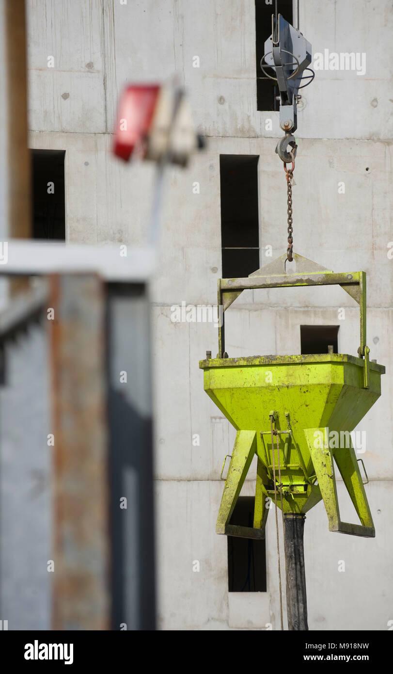 Die Bauarbeiten, die Arbeitnehmer auf einem Haus Bau Stockbild
