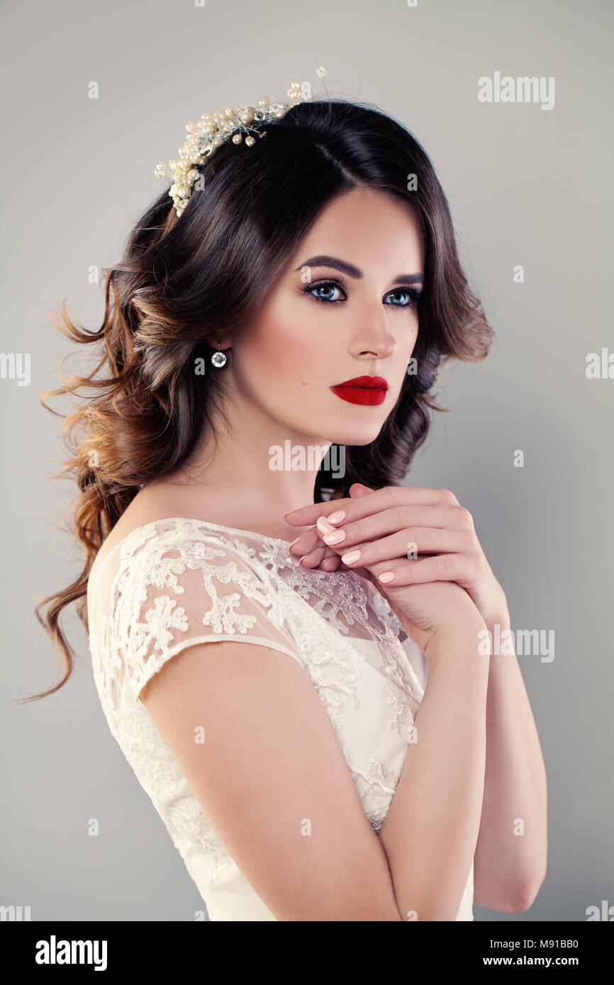 Schöne Mädchen Mode Modell Braut Im Weißen Kleid Hochzeit Make Up