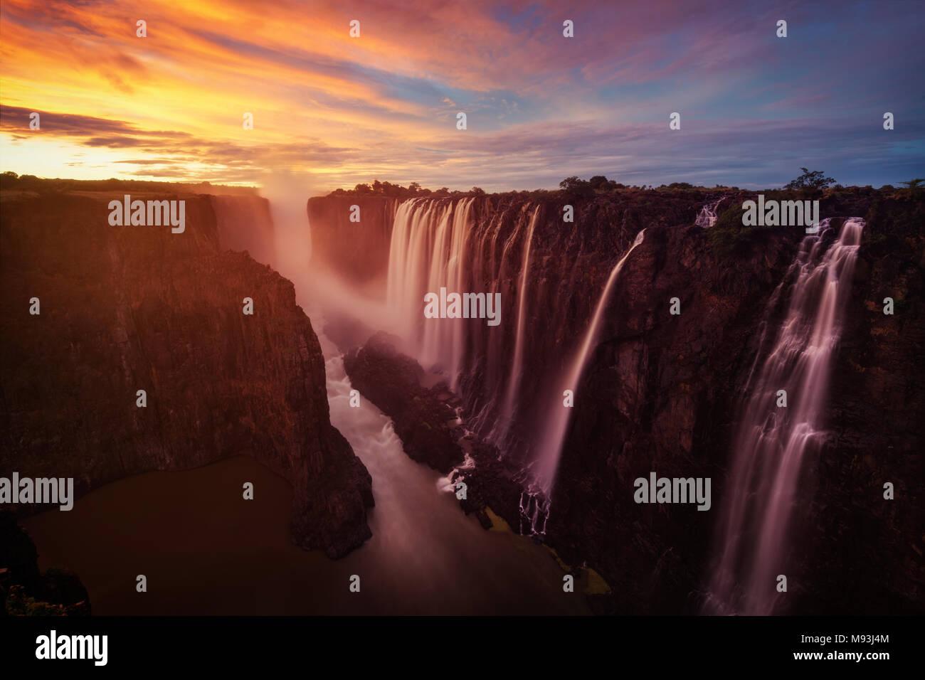 Victoria Falls in Zambia und Zimbabwe im Jahr 2015 getroffen Stockfoto