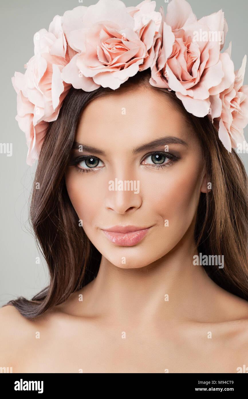 Schöne Frau Mit Rose Blume Kranz Frühling Schönheit Lange Haare