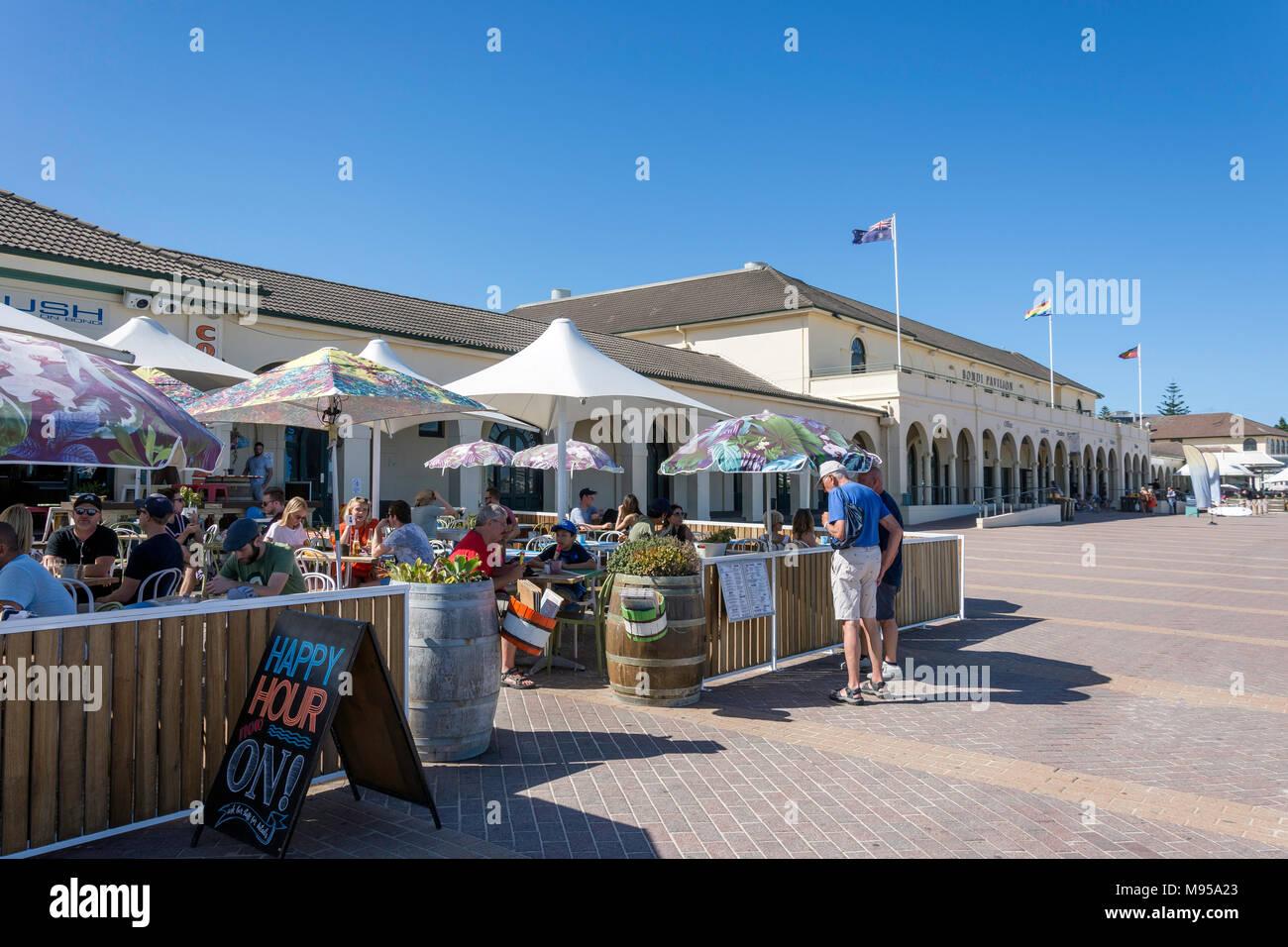 Üppige auf Bondi Cafe Restaurant am Bondi Pavilion, Bondi Beach, Sydney, New South Wales, Australien Stockbild