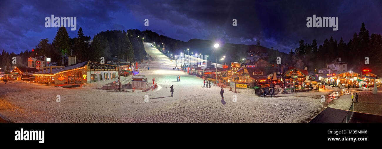 Nachtskilauf panorama Borovets Ski Resort, in der Nähe von Samokov, Targovishte, Bulgarien. Stockbild