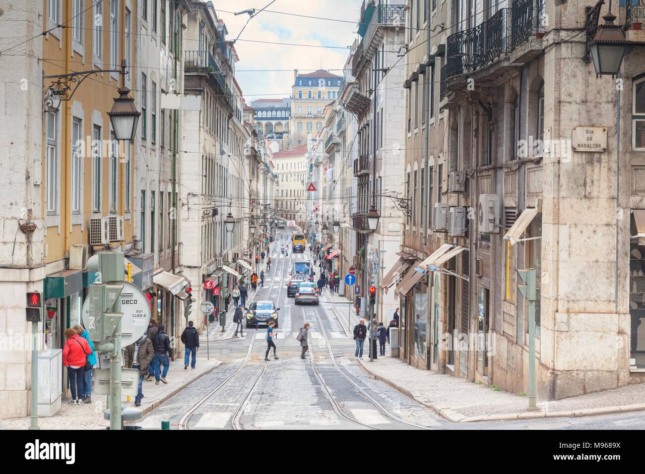 1. März 2018: Lissabon, Portugal - Rua da conceicao, einer belebten Straße in der Innenstadt. Stockbild