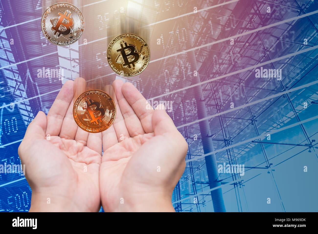 Greifen und Halten profitieren von bitcoin Digitale cryptocurrency Wert Preis bei ICO Stockbild