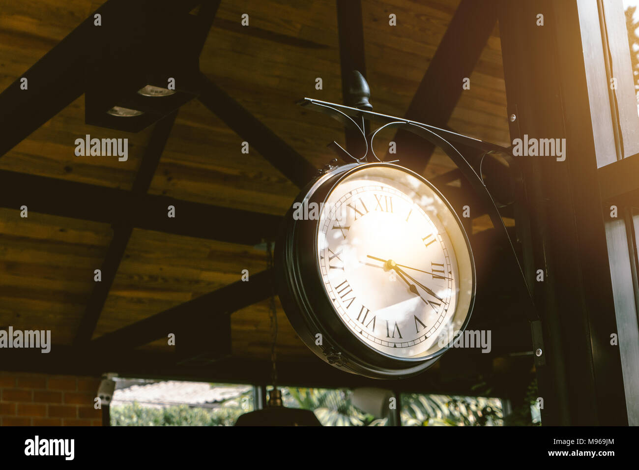 Vintage Hanging Clock Antike Dekoration Cafe Innen Stockfoto Bild