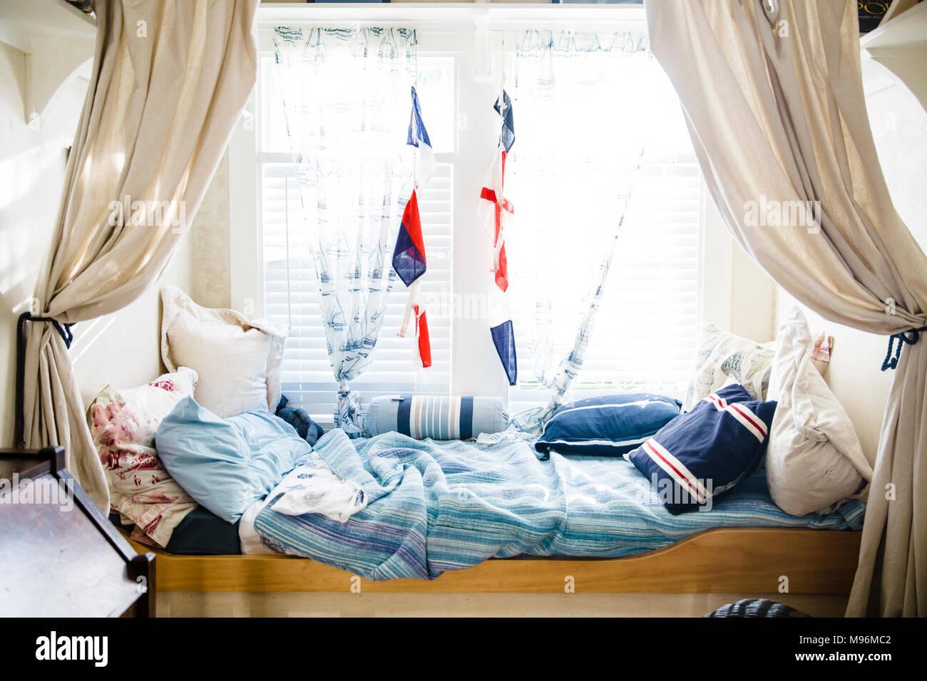 Der nautischen Stil Kind bett Zimmer Stockbild