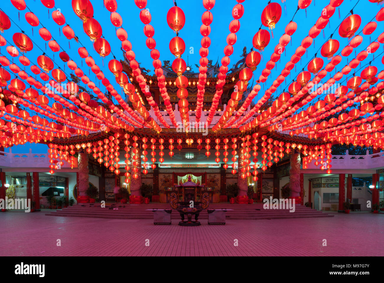 Traditionelle Chinesische Laternen Anzeige in Thean Hou Tempel beleuchtet für Chinese New Year Festival, Kuala Lumpur, Malaysia. Stockfoto