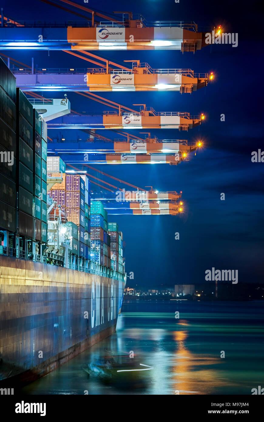 """Deutschland, Hamburg, Elbe, Hafen, Waltershofer Hafen, Containerverladung, Containerschiff """"CMA CGM Medea' Stockbild"""