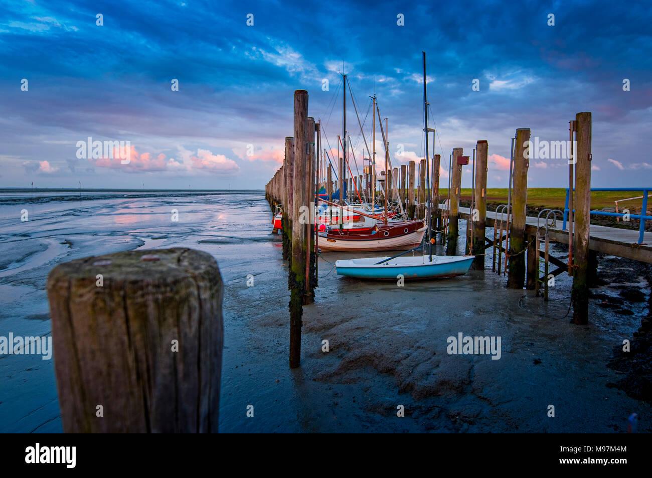 Deutschland, Schleswig-Holstein, Pellworm, Hafen, Anleger, Segelboote Stockbild