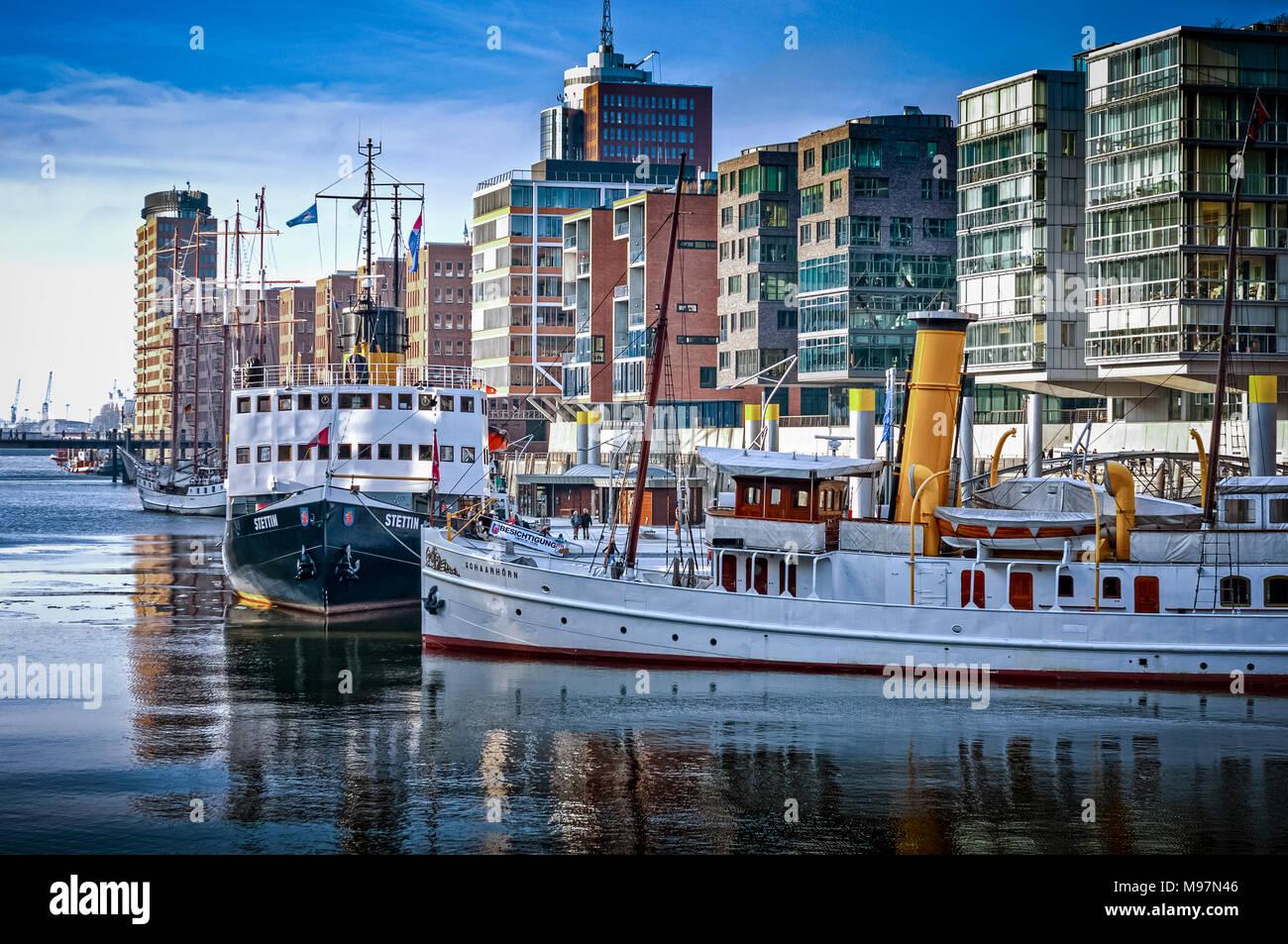 Deutschland, Hamburg, Hafencity, Sandtorkai, Sandtorhafen, Dalmannkai, Architekur, historisches Schiff, der tettin', 'chaarhörn' Stockbild