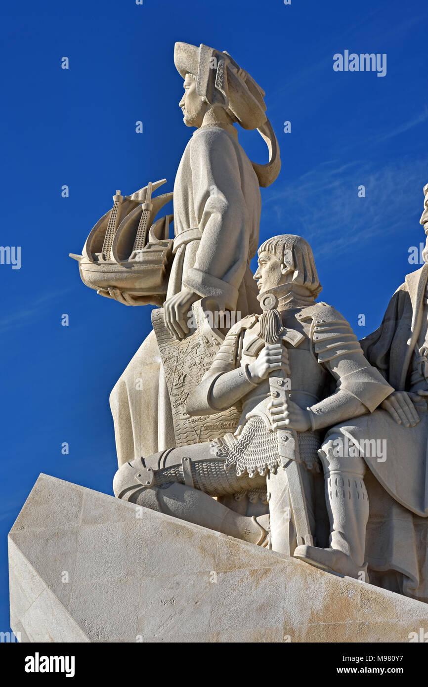 """Padrão dos Descobrimentos - Denkmal der Entdeckungen am nördlichen Ufer des Tejo Mündung, Pfarrei """"Santa Maria de Belém, Lissabon. Entlang des Flusses, wo Schiffe ging zu erkunden und mit Indien und Orient, das Denkmal Handel entfernt feiert die Portugiesische Zeitalter der Entdeckungen (oder Alter der Exploration) während der 15. und 16. Jahrhundert. Portugal (Vasco da Gama 1460 - 1524 Portugiesische Entdecker und die ersten Europäischen Indien auf dem Seeweg zu erreichen.) Stockbild"""