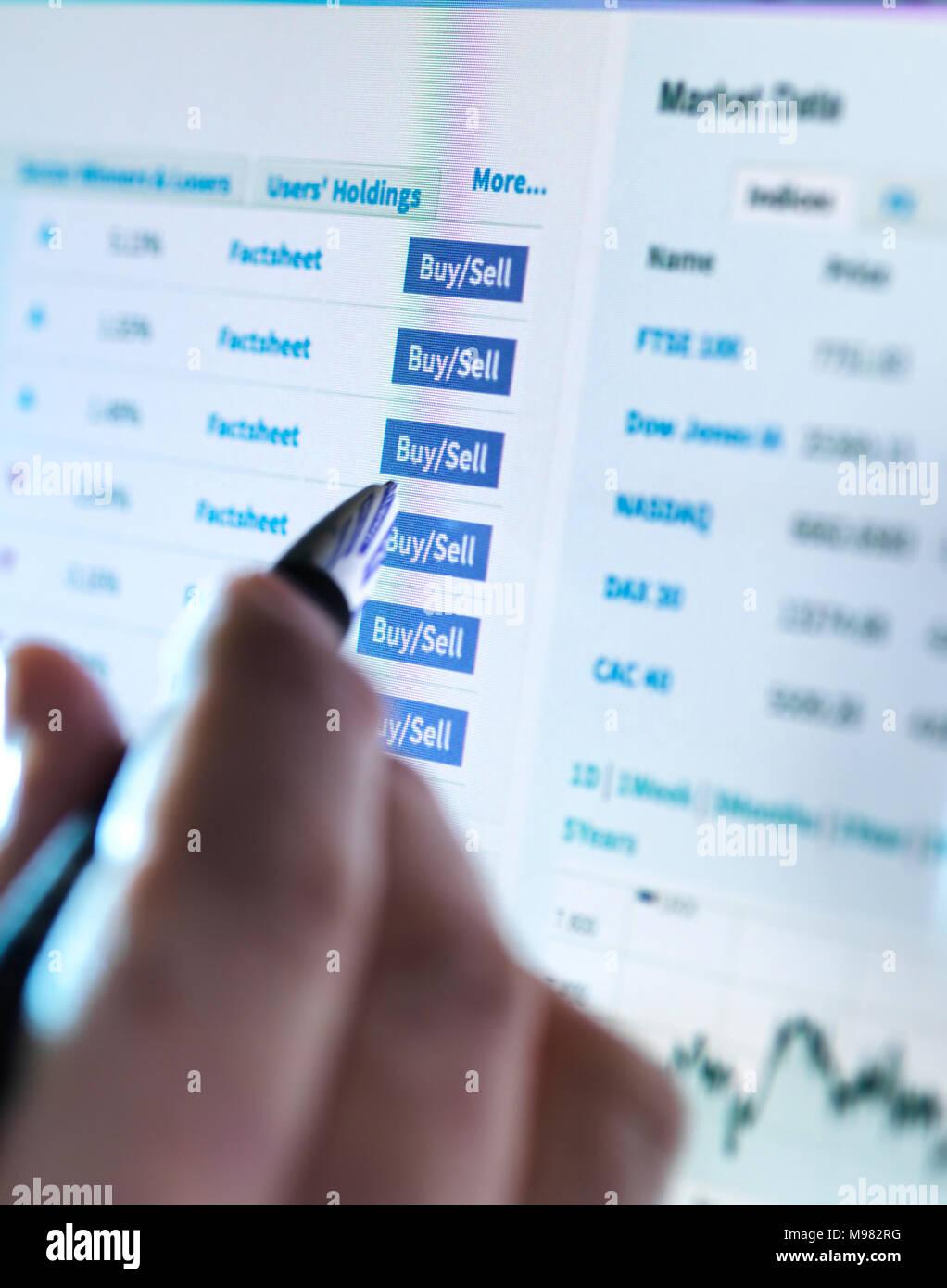 Hand Ein Börsenmakler Kauf Und Verkauf Von Aktien Online Stockfoto