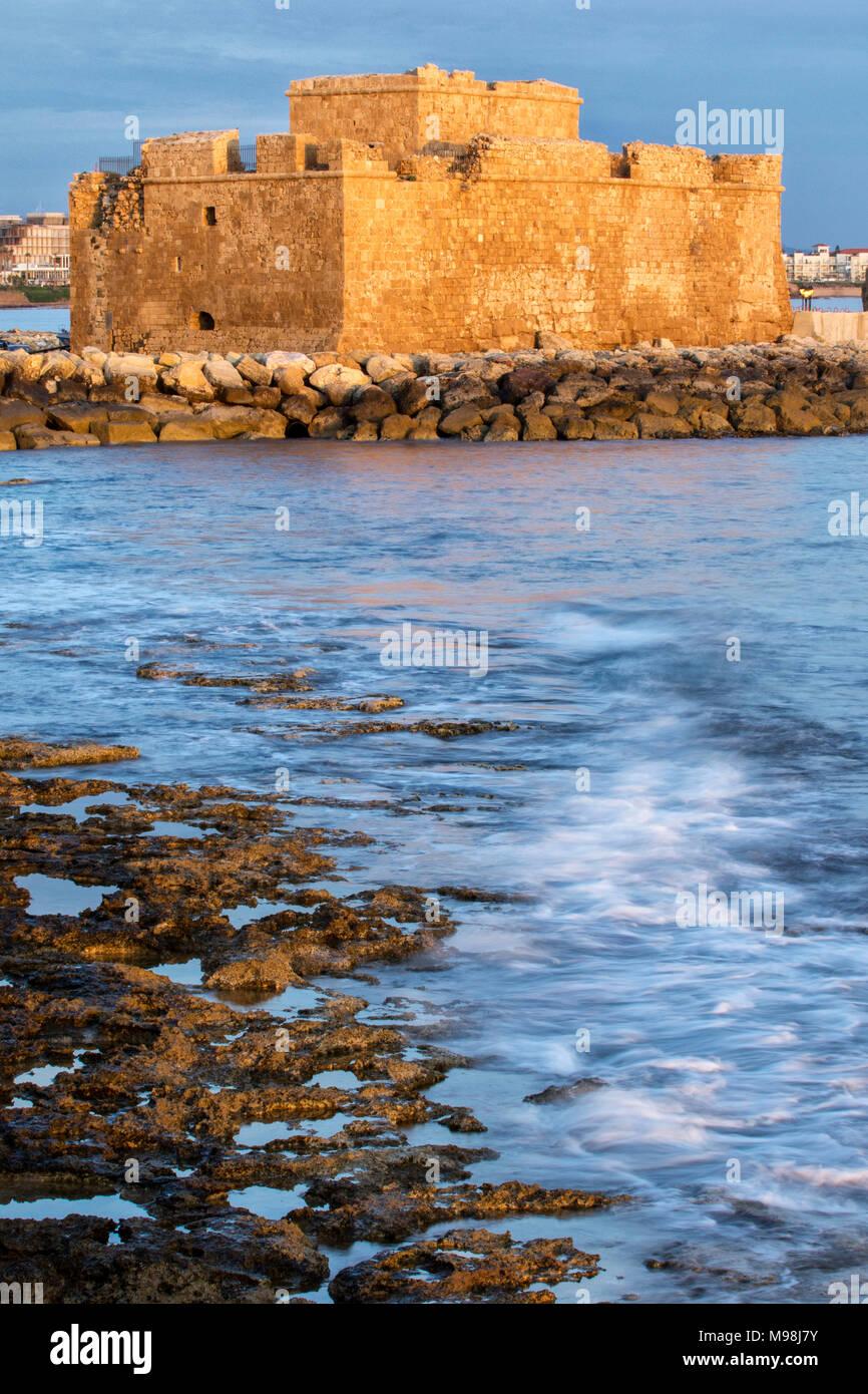 Paphos Burg/Festung in Kato Paphos Hafen an der mediterranen Küste von Paphos, Zypern, Mittelmeer, Europa Stockbild