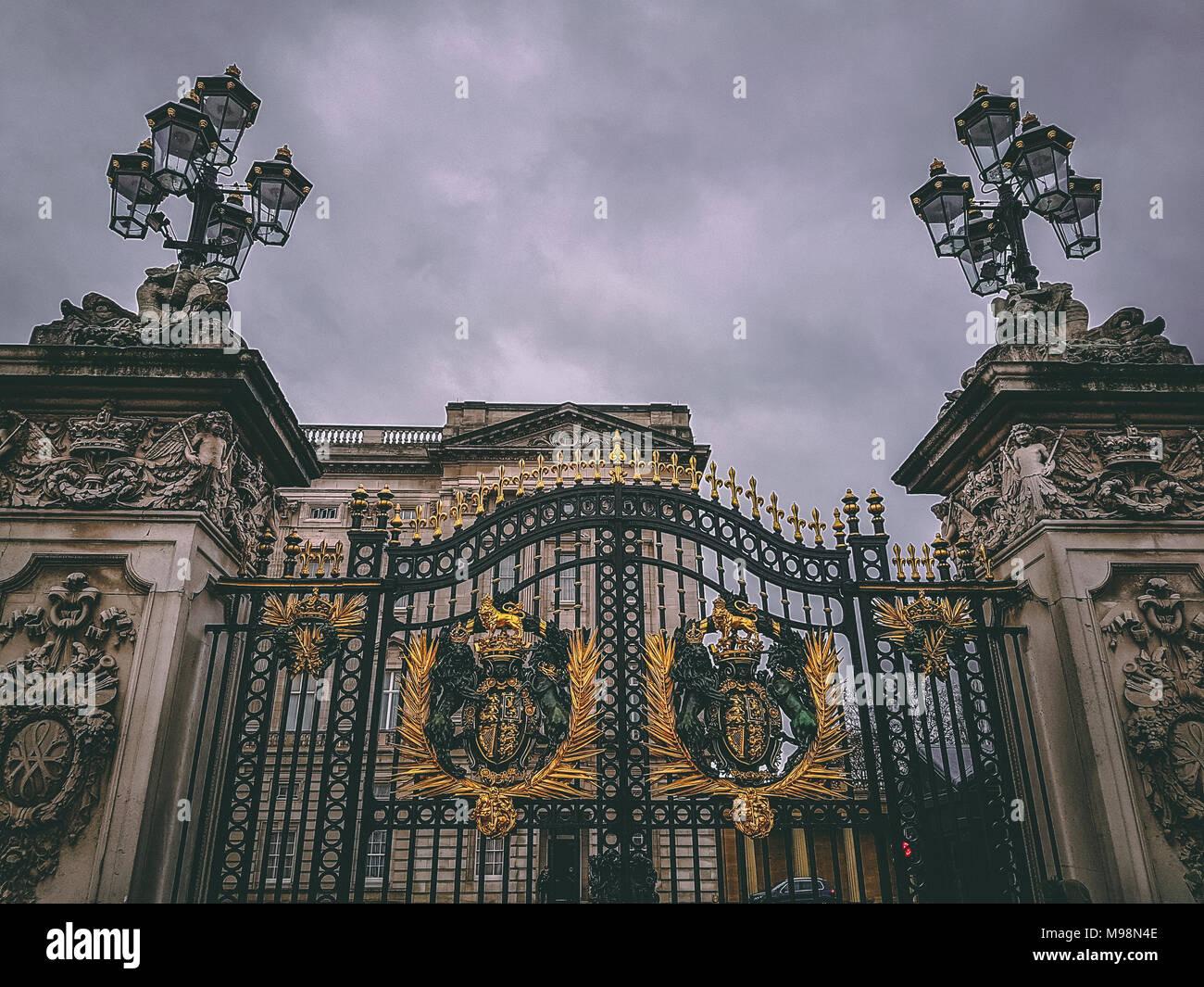 Dezember 28, 2017, London, England-Tore der Buckingham Palace, das London Residenz und Verwaltungssitz der Monarch des Vereinigten K Stockbild