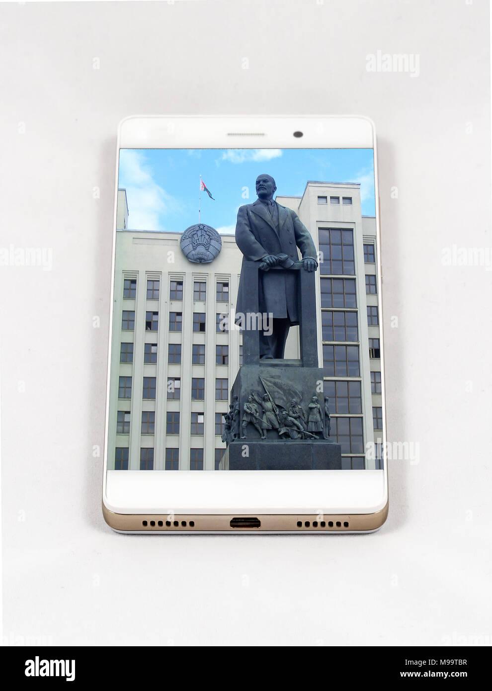 Moderne Smartphones Mit Großes Bild Von Das Lenin Denkmal In Minsk,  Belarus. Konzept Für Reisen Smartphone Fotografie. Alle Bilder In Diesem  Comp
