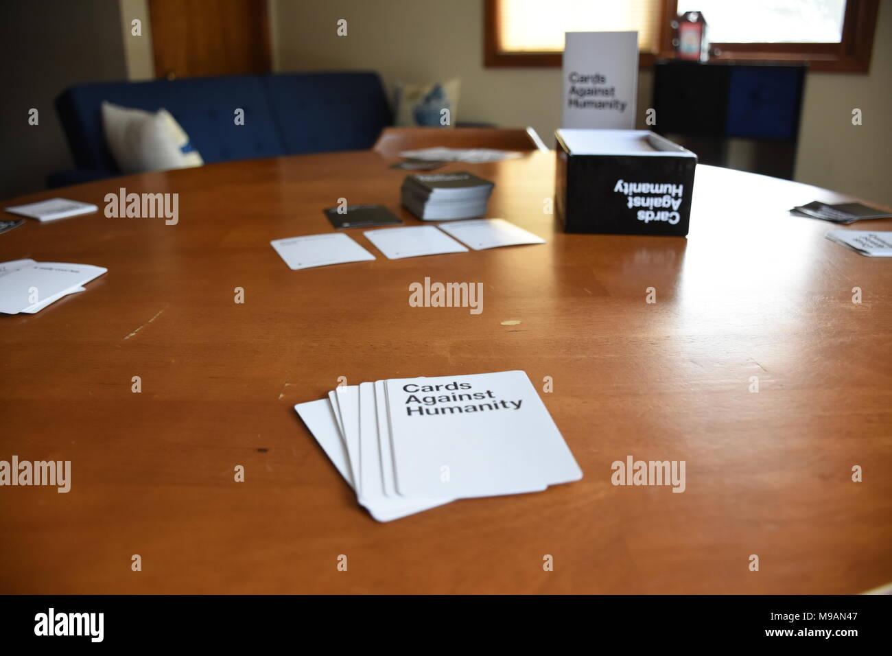 Karten gegen die Menschlichkeit in Spielen Stockbild