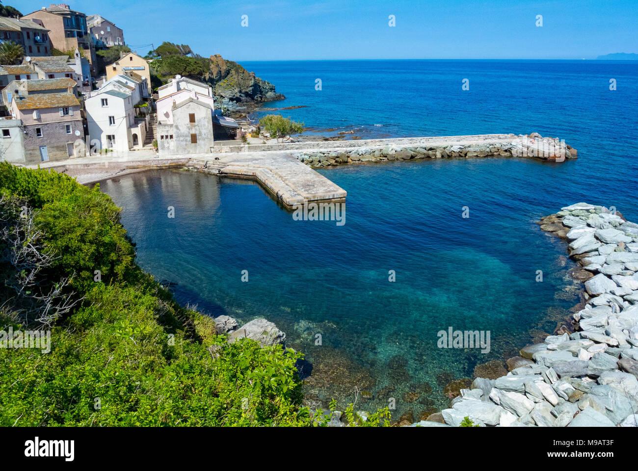 Luftaufnahme des Dorfes auf einem Port, Korsika, Frankreich Stockbild