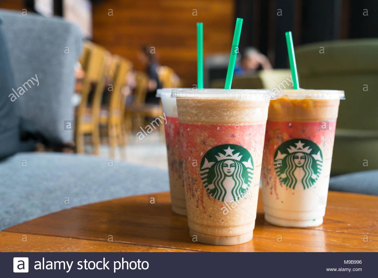 Bangkok in Thailand am 22. März 2017 Glas Starbuck Coffee ...