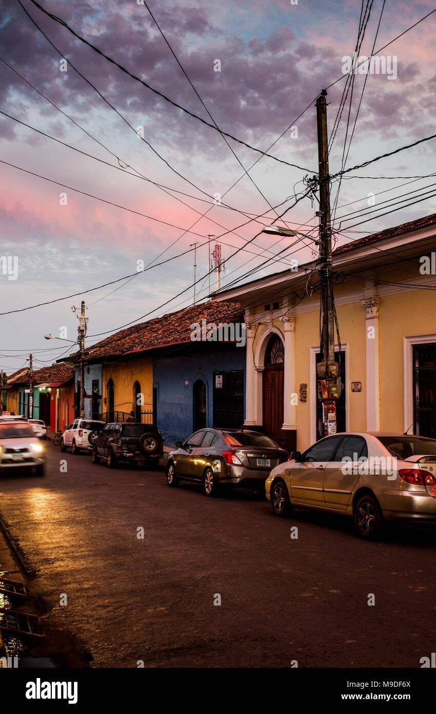 Abendstimmung auf den Straßen von Granada in Nicaragua, Mittelamerika Stockfoto