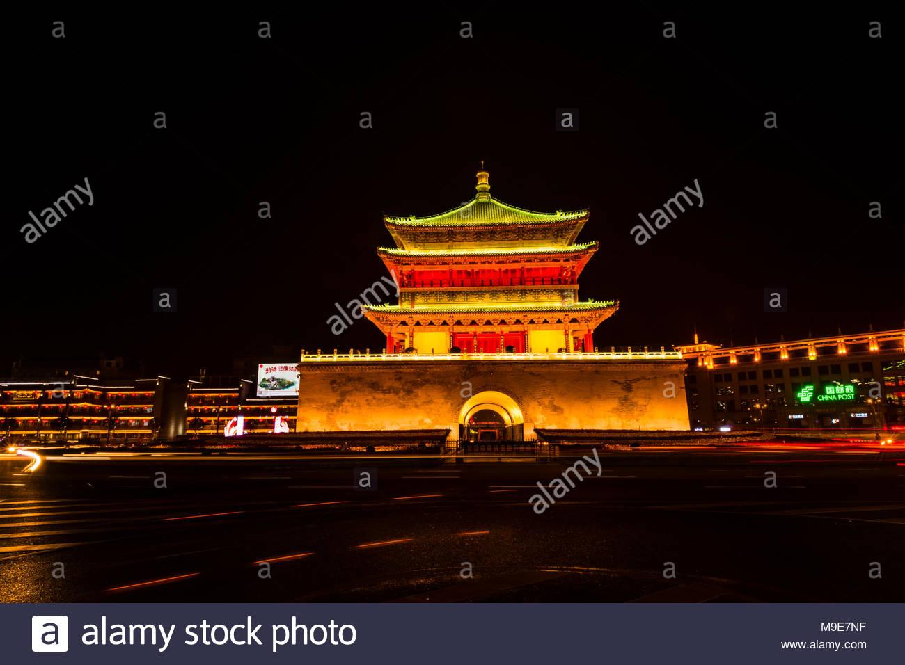 Der Glockenturm, 1384 während der frühen Ming Dynastie gebaut, ist ein Symbol der Stadt Xi'an und einer der größten seiner Art in China. Die Glocke T Stockbild