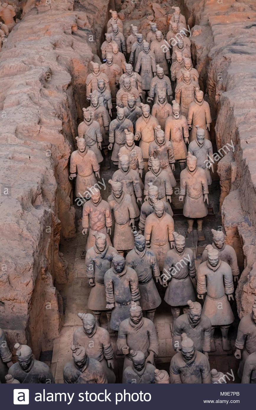 Grube 1, die Ausgrabungsstätte der Terrakotta-Armee des Kaisers Qin Shi Huang, dem ersten Kaiser von China. Die Armee war mit dem Kaiser begraben in ca. Stockbild
