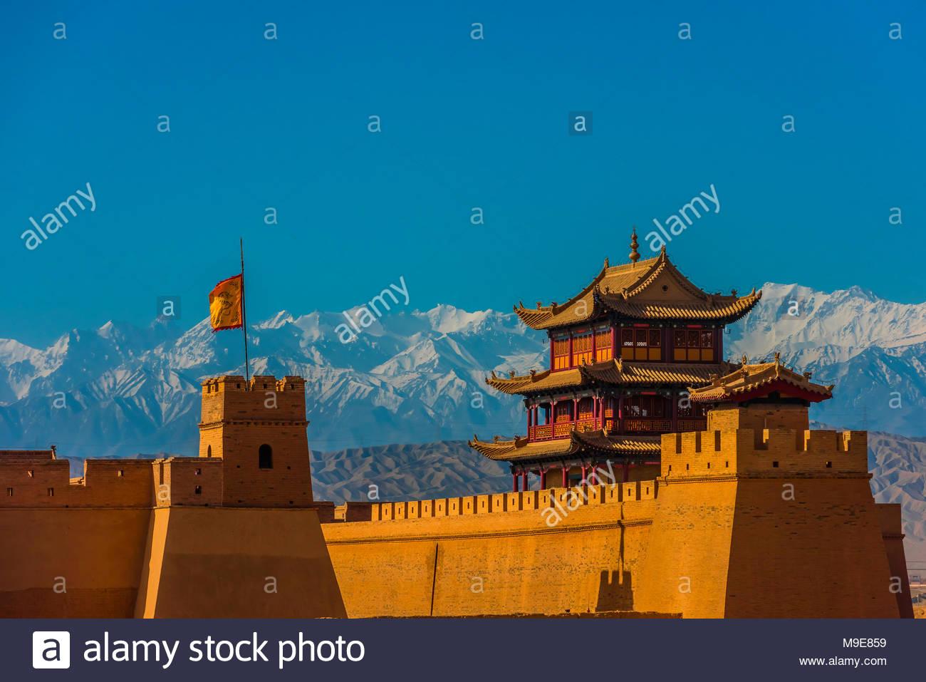 Jiayuguan Fort liegt am westlichen Ende der Großen Mauer gebaut in der Ming-dynastie (1368 - 1644). Es war eine wichtige militärische Festung und wichtigen Wegpunkt o Stockbild