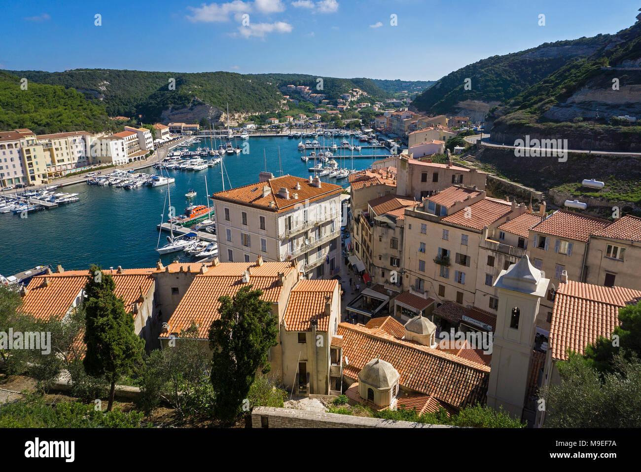 Fischerei- und Yachthafen von Bonifacio, Korsika, Frankreich, Mittelmeer, Europa Stockbild