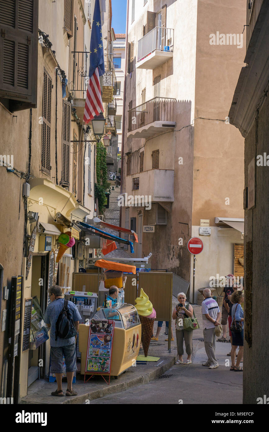 Geschäfte in der Altstadt von Bonifacio, Korsika, Frankreich, Mittelmeer, Europa Stockbild